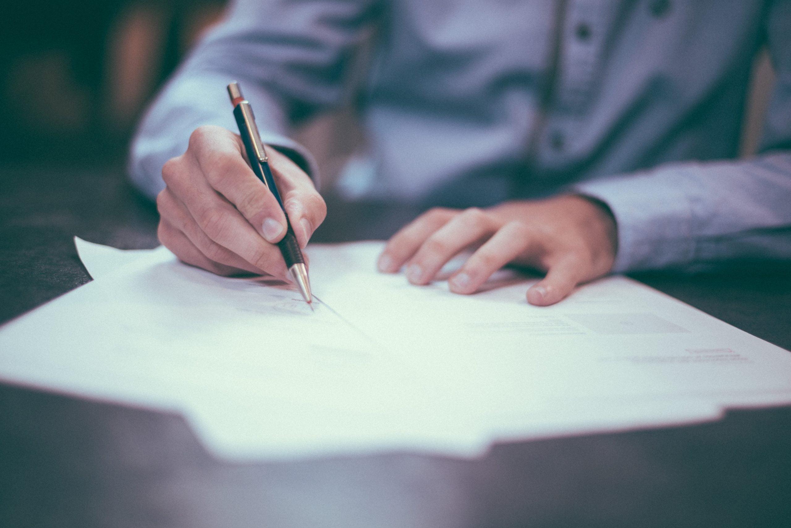 Umowa o przeniesienie praw autorskich – niezbędne elementy.